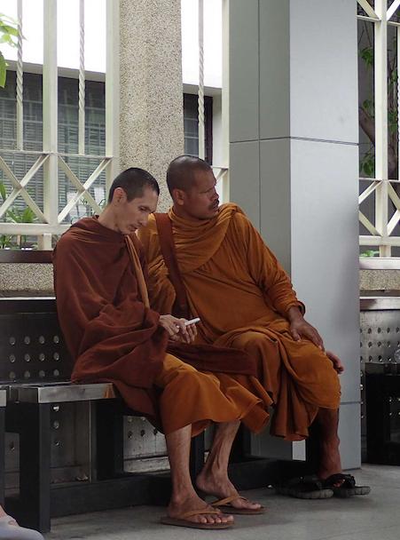 Bonzes connectés - Bangkok - Thailande
